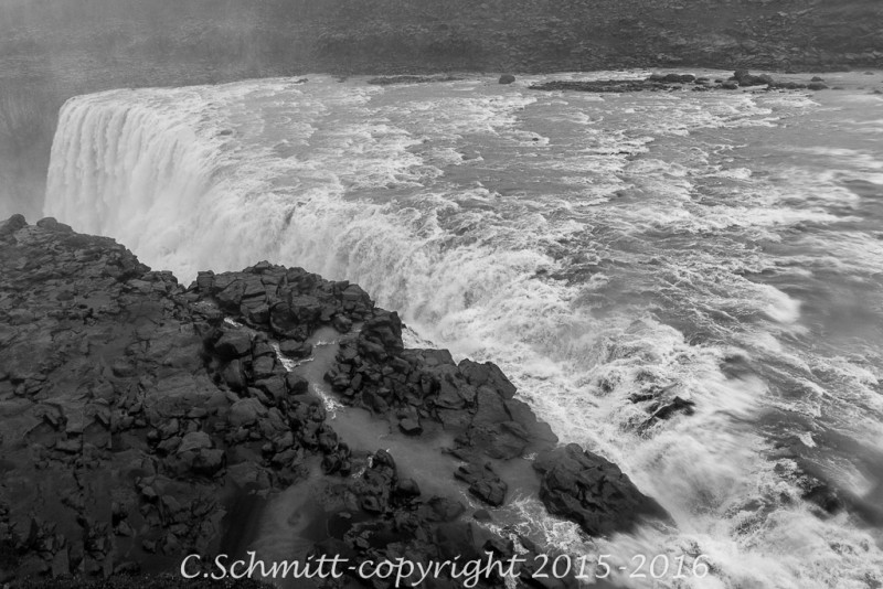 chute d'eau record de Dettifoss nord Islande photo noir et blanc