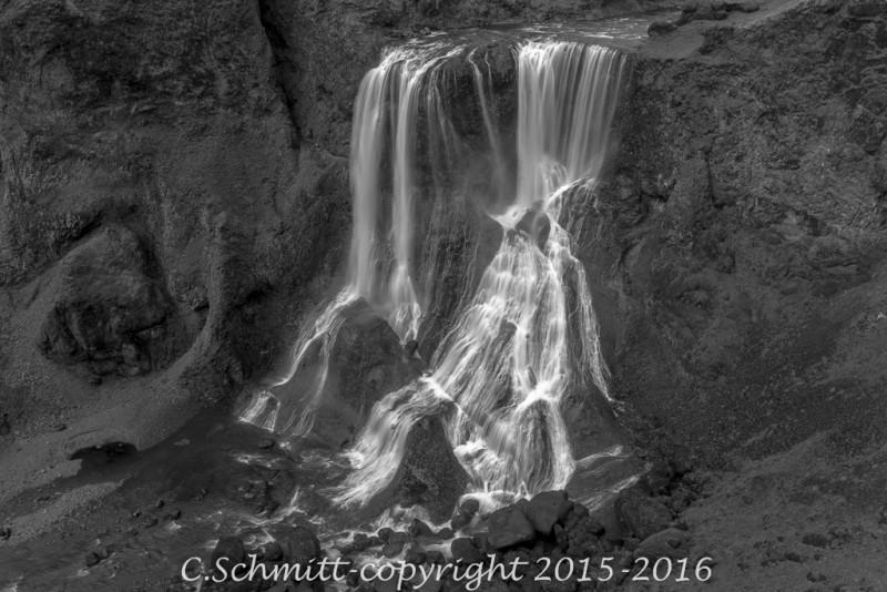 cascades de Fagrifoss à proximité de la piste F206 vers le Laki sud Islande photo noir et blanc