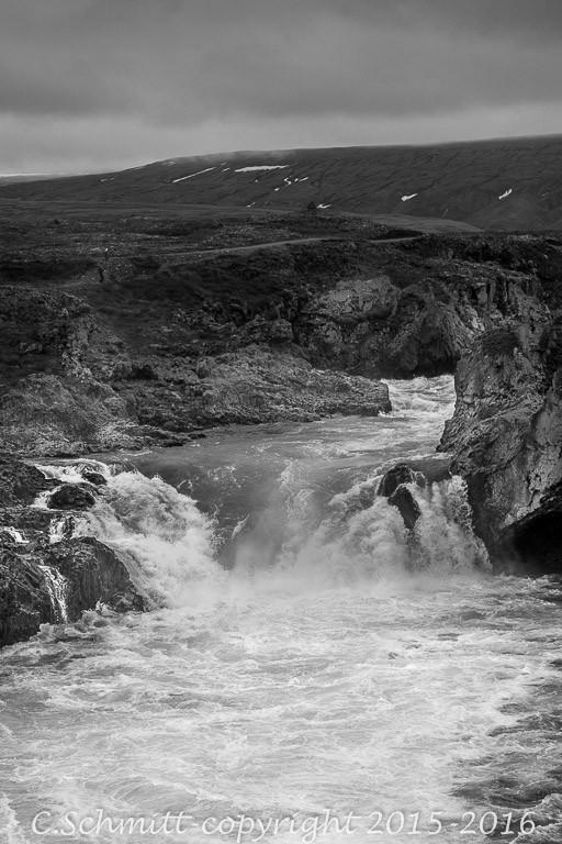 Cascade de Geitafoss en aval de Godafoss nord Islande photo noir et blanc