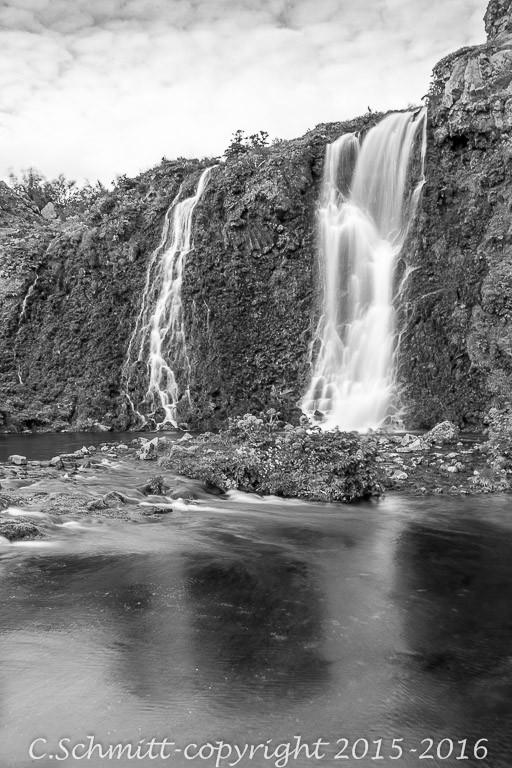 cascades à Gjain sud Islande photo noir et blanc