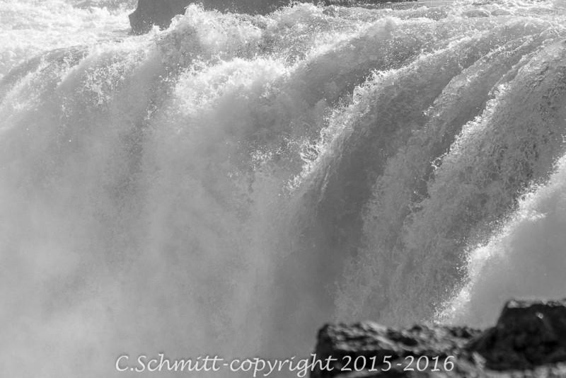 détail du haut de la cascade de Godafoss