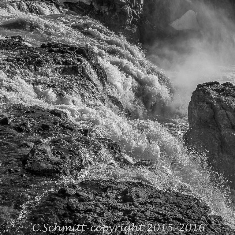 cascade de Gygjarfoss sur la route de Kerlingarfjöll centre Islande photo noir et blanc