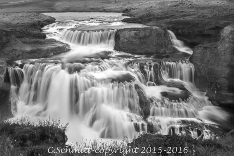 cascade de Reykjafoss près de Varmalhid nord Islande photo noir et blanc