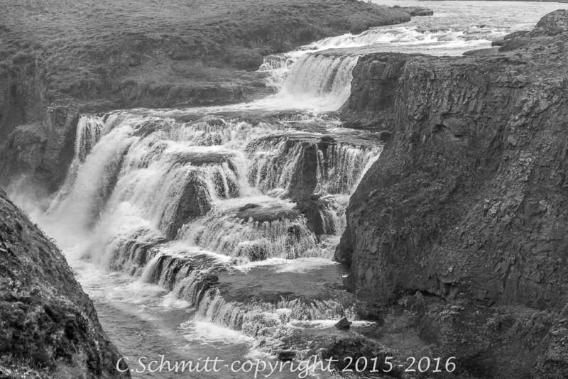 Les cascade de Reykjafoss à côté de la route 754 nord Islande photo noir et blanc