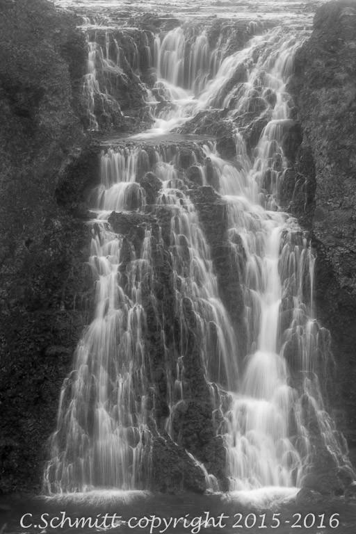 chutes de Sigoldufoss près de la piste F208 et du lac Hrauneyjalon centre Islande photo noir et blanc