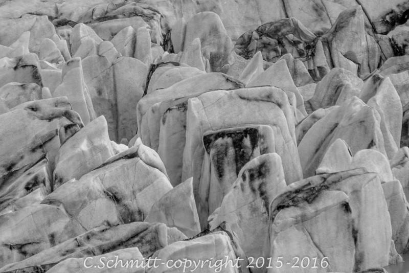 détail du serac du glacier de Svinafell sud Islande photo noir et blanc