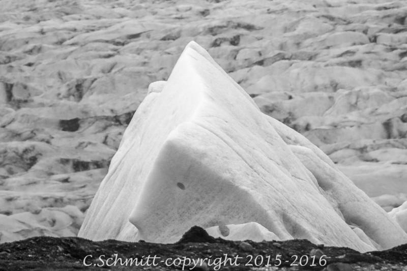 Iceberg du lagon glaciaire à Svinafell Islande photo noir et blanc