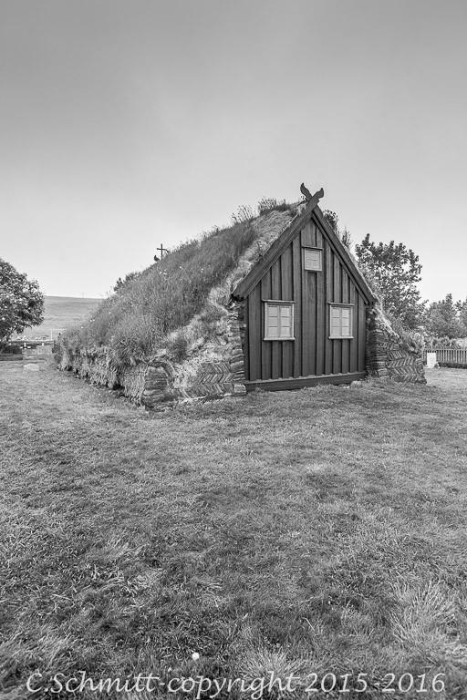 église noire de Vidimyrakirkja nord de l'Islande près Varmahlid photo noir et blanc