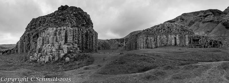 Le site de Dverghamrar avec ses orgues basaltiques sud Islande photo noir et blanc