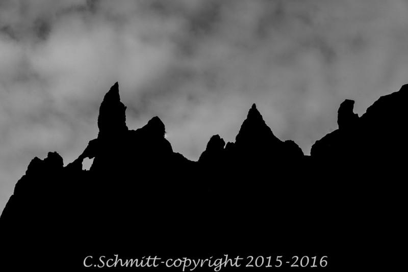 Détails de pics de lave à Thakgill sud Islande photo noir et blanc