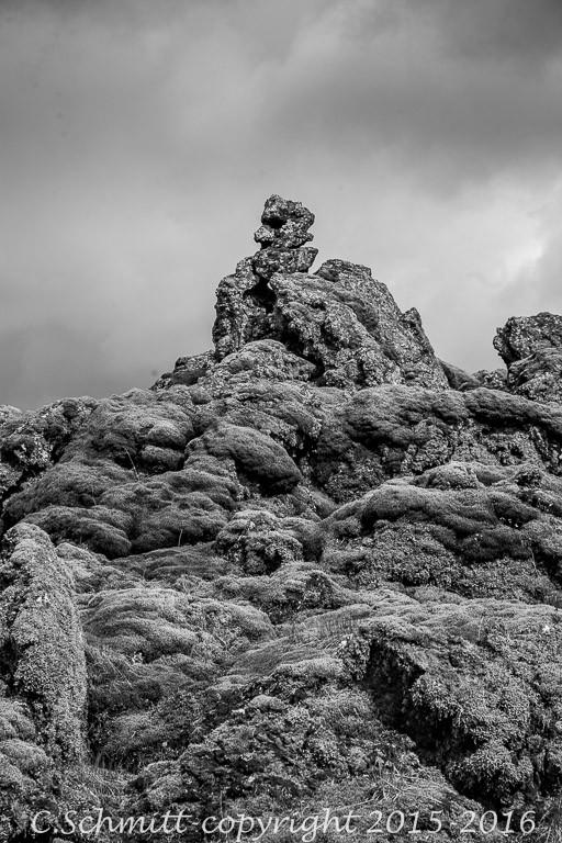 Coulées de lave du Lakagiggar sur la piste F207 vers le Laki sud Islande photo noir et blanc
