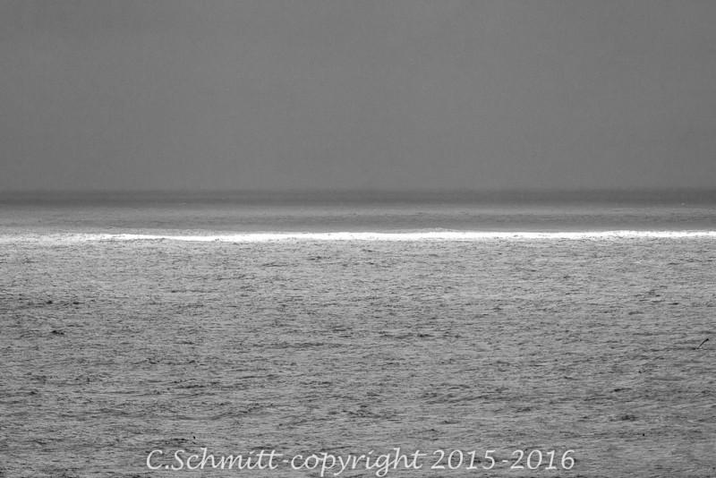 Lumière sur la mer Arctique à l'extrême nord de l'Islande photo noir et blanc