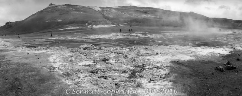 site géothermique de Namafjall au pied du Namaskard centre Islande photo noir et blanc