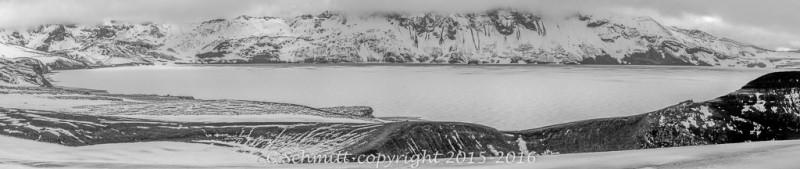 panorama lac Oskjuvatn de la caldera de l'Askja centre Islande photo noir et blanc