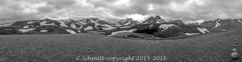 panoramique montagnes depuis la piste F206 du Laki sud Islande photo noir et blanc