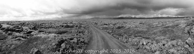 panorama sur la plaine du Lakagiggar sur la piste F207 du Laki centre Islande photo noir et blanc