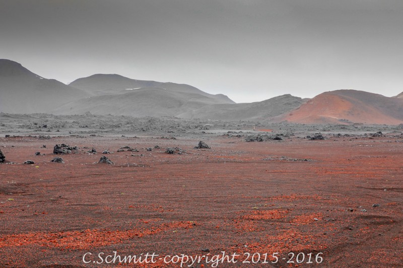 piste F902 paysages dantesques noir et rouge de Kverkfjoll centre Islande photo noir et blanc