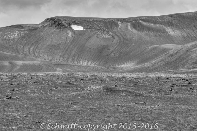 Paysages de colline striée par l'érosion le long de la piste F225 près de l'Hekla sud Islande photo noir et blanc