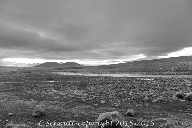 Désert de cailloux autour de la piste F905, près de la Jokulsa a Fjollum centre Islande photo noir et blanc