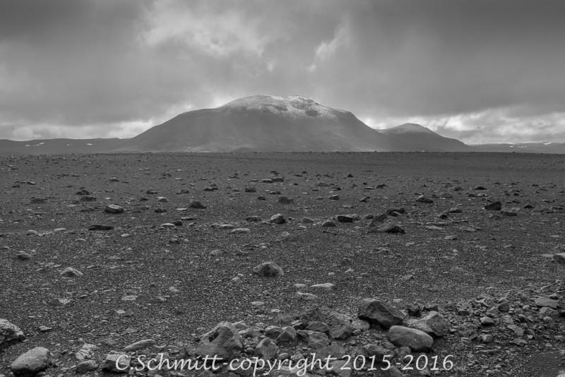 Paysages de desert de cailloux : l'Odadahraun centre Islande photo noir et blanc