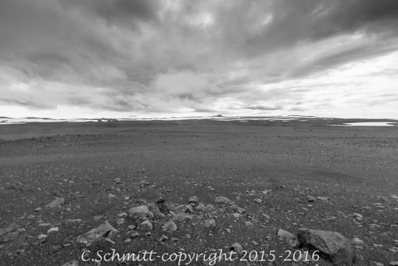 L'immensité volcanique désertique de l'Odadahraun atteint 5000 km2 ! centre Islande photo noir et blanc