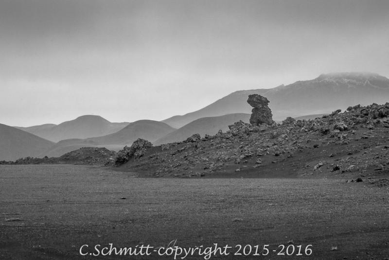 Formes fantasmagoriques et paysages lugubres sur la piste 910 de Drekki à Kverkfjoll centre Islande photo noir et blanc