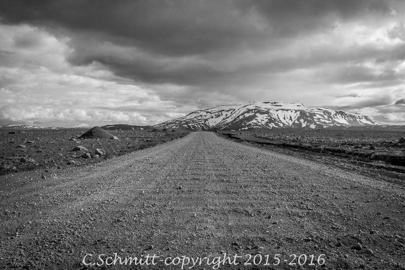 piste F35 ou Kjollur après Geysir centre Islande photo noir et blanc