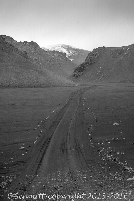 piste F902 de sable noir vers Kverkfjoll centre Islande photo noir et blanc