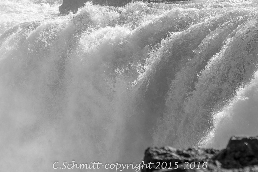 islande-cascade-godafoss-haut-1024x683.jpg